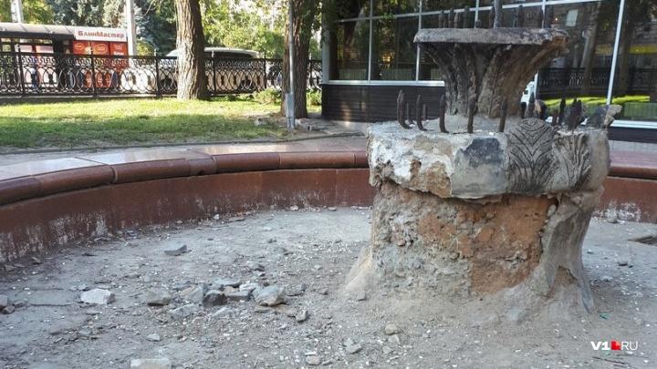 Разбитый и высохший фонтан в центре Волгограда могут отремонтировать за четыре миллиона
