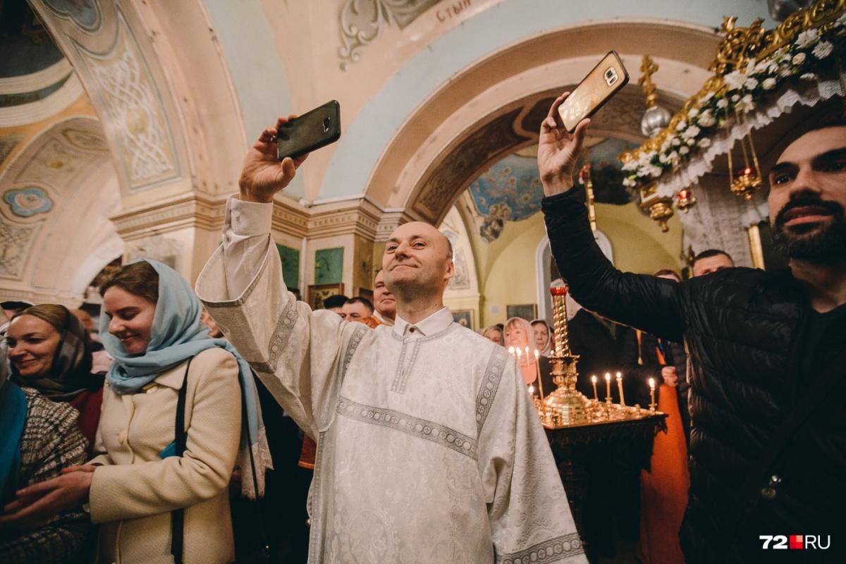 В Библии о запрете фото- и видеосъемки на пасхальном богослужении ничего не сказано