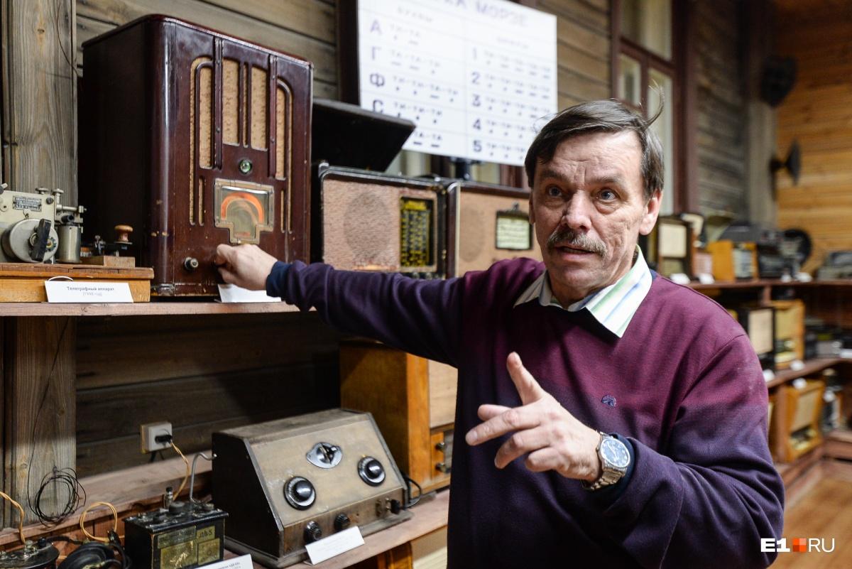 Научный сотрудник музея Сергей Сергеевич Грибакин в мельчайших деталях знает биографию Александра Попова