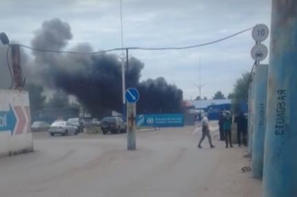 В омских Нефтяниках загорелась газовая заправка