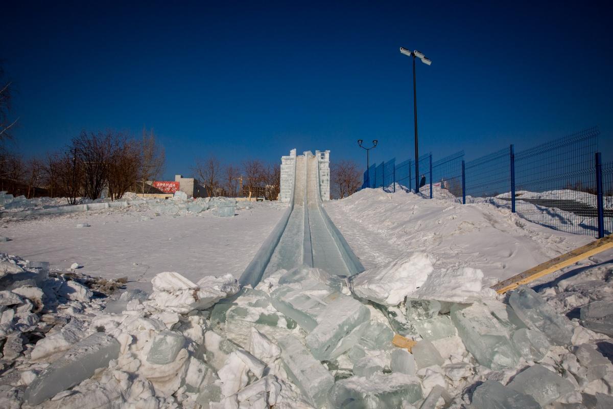 От ледового городка остались только руины
