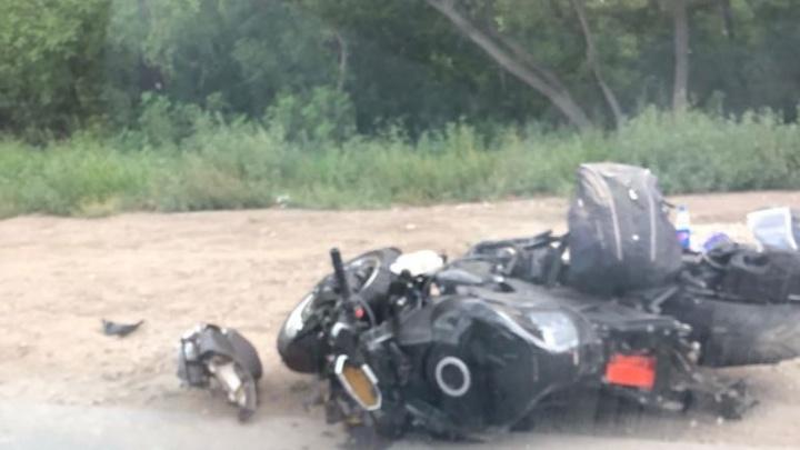 На Кряжском шоссе легковушка отбросила мотоциклиста на обочину