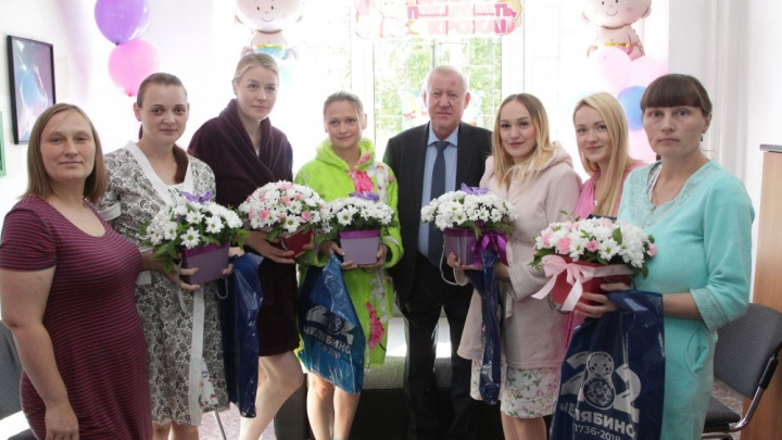 Пять тысяч рублей — каждой маме: в День города в Челябинске родились 27 детей