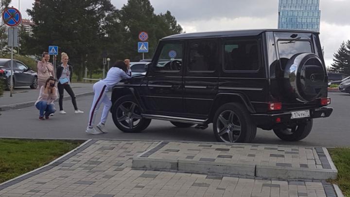 «Я паркуюсь как чудак»: выбираем чудака года 2018 — «Гелендваген» или «Лексус»