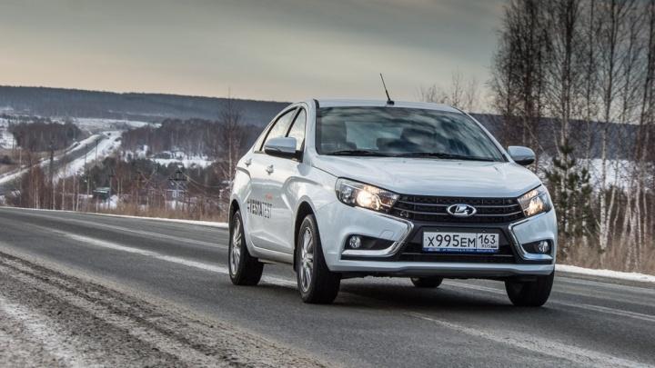 АВТОВАЗ рулит: владелец Lada Vesta и Toyota Camry сравнивает их в лоб