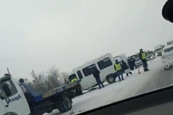 Водитель микроавтобуса остался жив