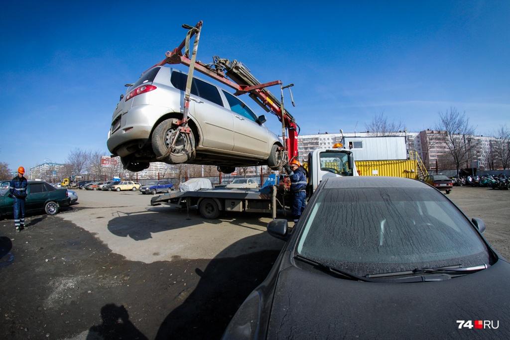 Челябинская штрафстоянка хранит автомобили, эвакуированные за нарушение правил, а также машины, которые фигурируют в уголовных делах или проверках