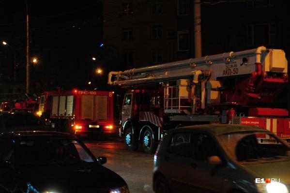 Пожарные справились с огнём за две минуты