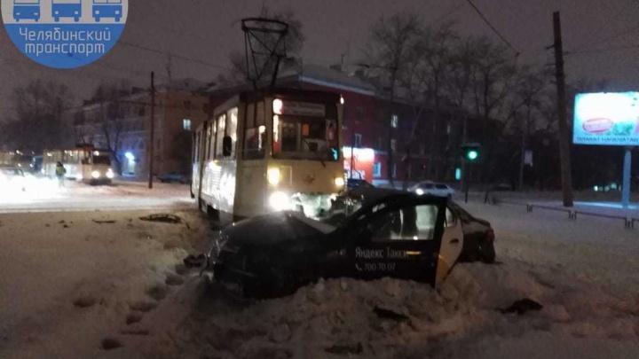 «На дорогах ужас»: из-за снегопада и нечищеных улиц Челябинск встал в 9-балльных пробках