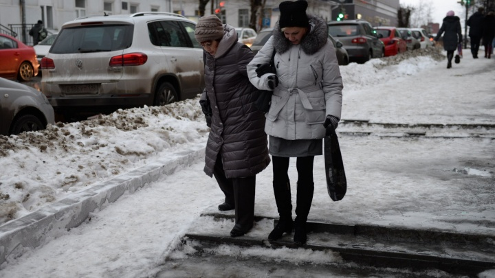 В травмпункте был тяжёлый день: в Екатеринбурге начался сезон гололёда
