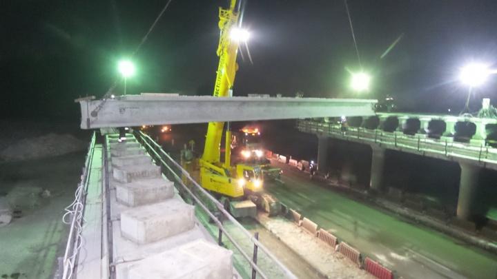 «Каждый день по плану две балки»: ночью Тюменский тракт закрыли из-за строительства моста
