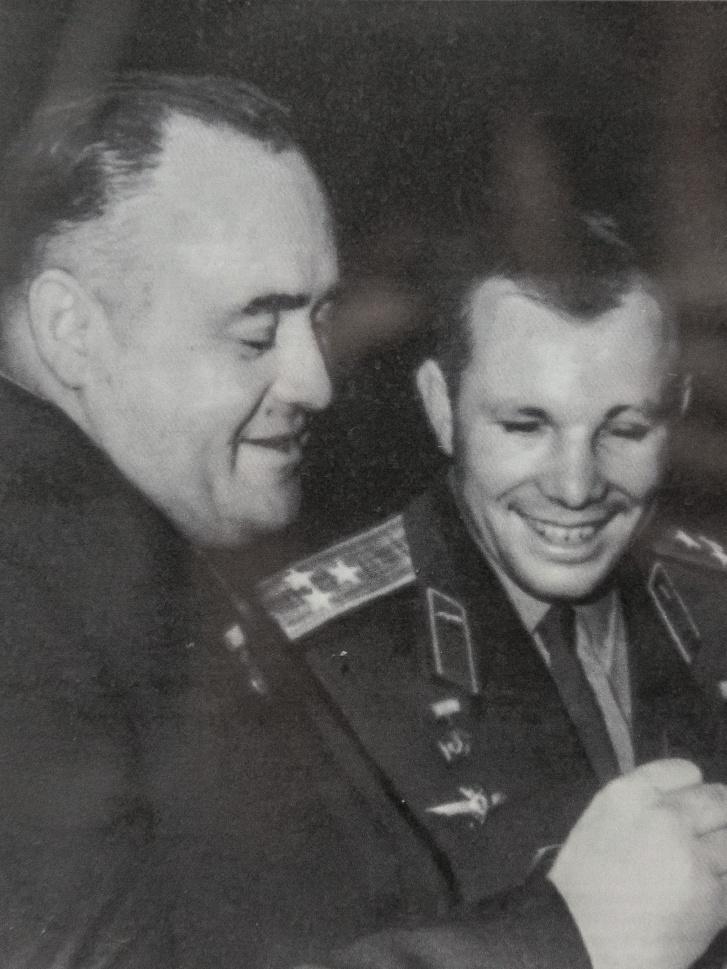Первый космонавт Земли Юрий Гагарин и главный конструктор Сергей Королёв