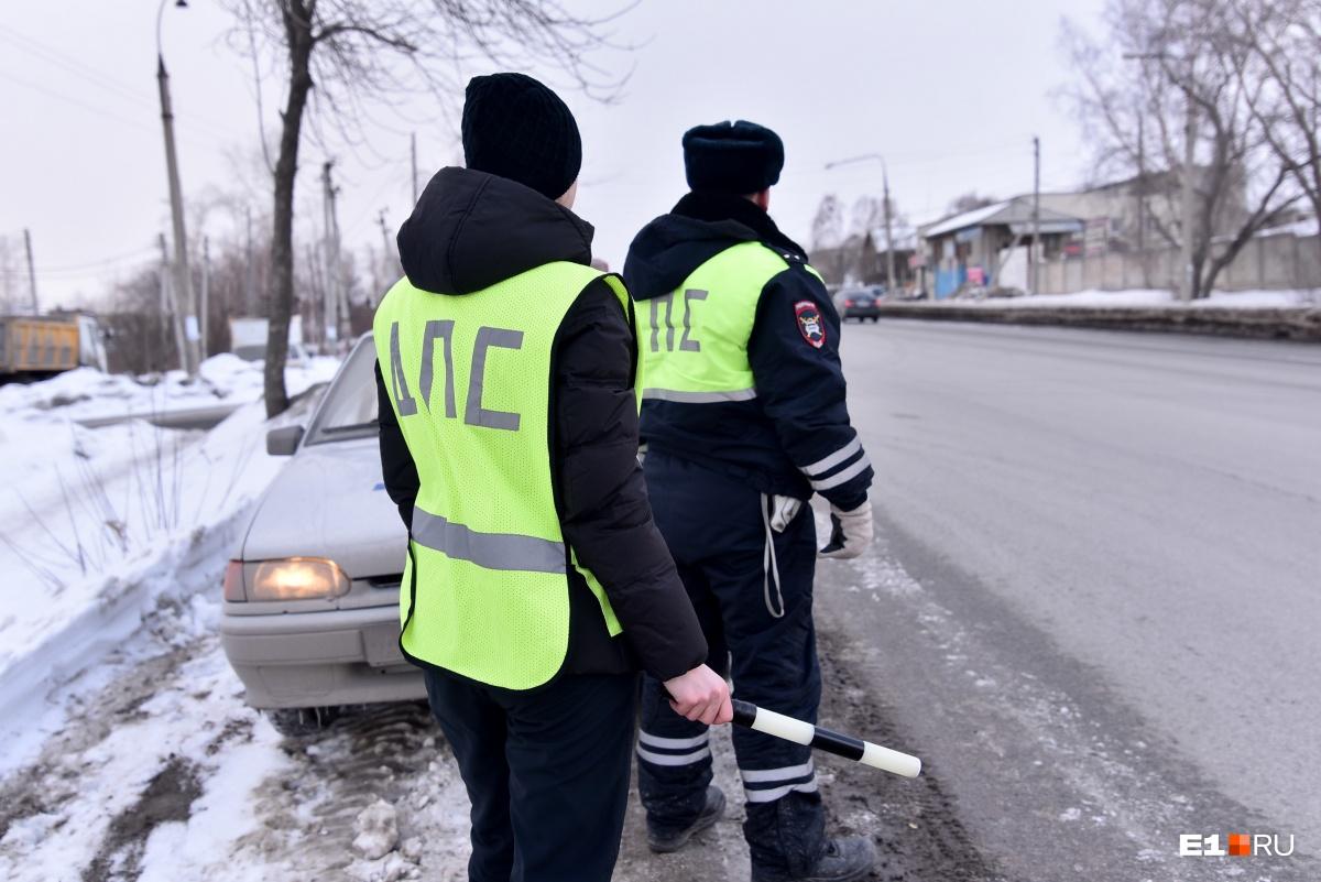 Слаженность и безопасность дежурств у дорожных полицейских зависят от того, как напарники поддерживают друг друга