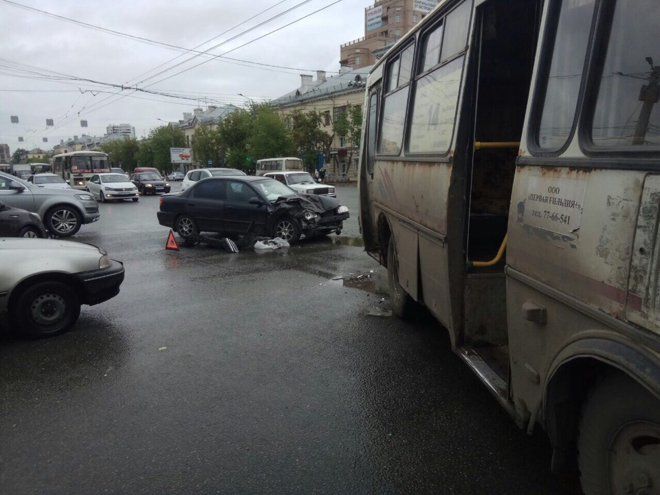 Автобус двигался по маршруту № 14