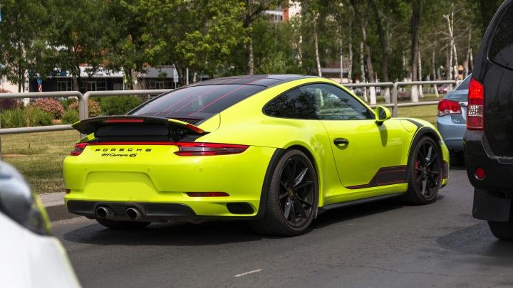 Поймали на афере: жительница Самары потратила наследство детей на покупку Porsche