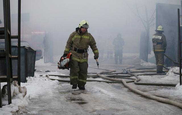 В Уфе горел склад строительных материалов