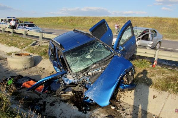 16-летняя пассажирка машины погибла на месте