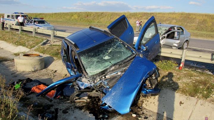 Двое жителей Ижевска и один саратовец погибли в лобовом ДТП на трассе под Камышином — видео аварии