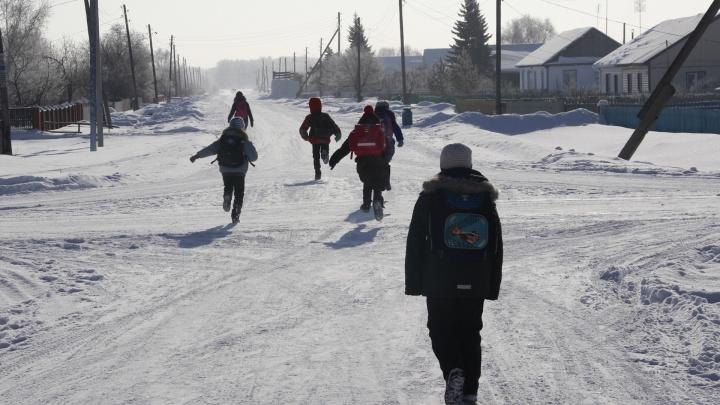 «Да всё у нас хорошо, только всё плохо!»: поездка в село, из которого отправили видеожалобу Путину