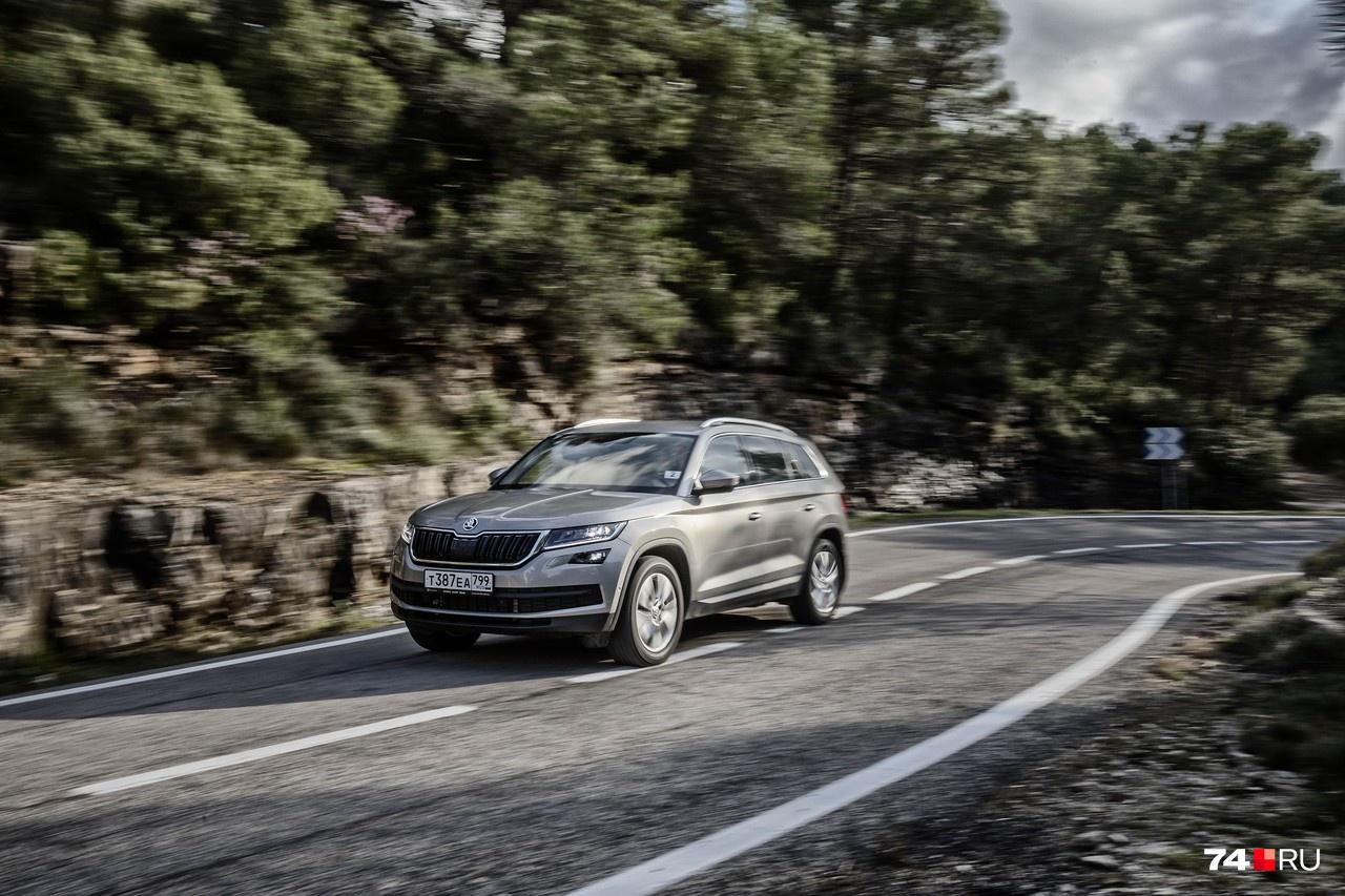 Kodiaq может ехать быстро и резко, но инициативы не проявляет и мало-помалу успокаивает и водителя