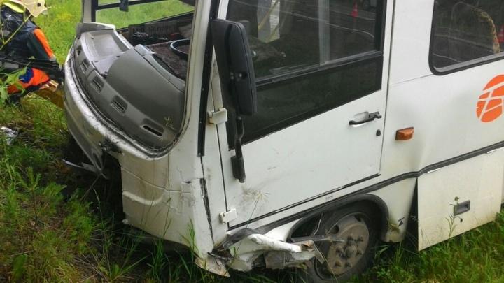 В Башкирии автобус «Башавтотранса» столкнулся с легковушкой: погибли трое