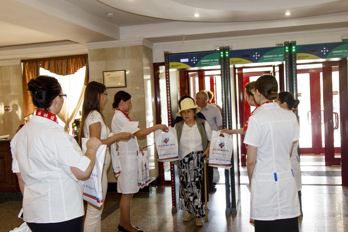 Ко Дню медицинского работника железнодорожная клиника поздравила коллег и сообщила свой новый бренд