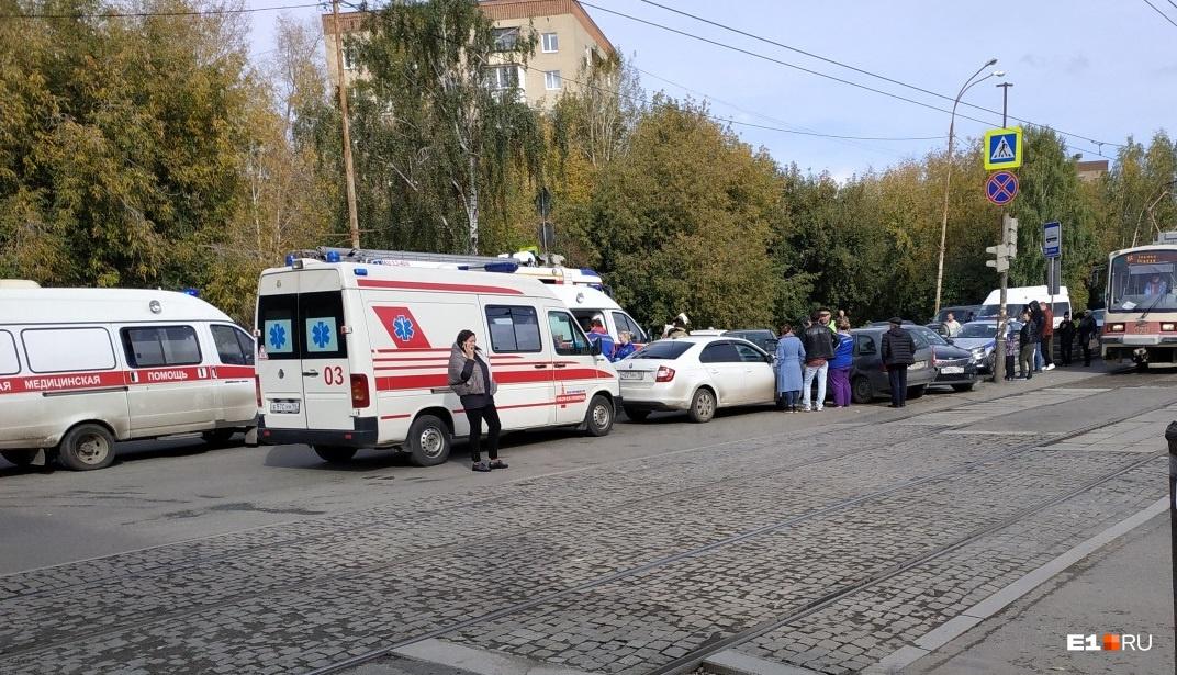 В массовом ДТП на Блюхера пострадали три человека