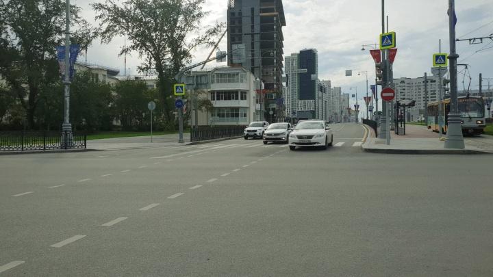 На улице Татищева убрали ограждения и наконец-то открыли движение