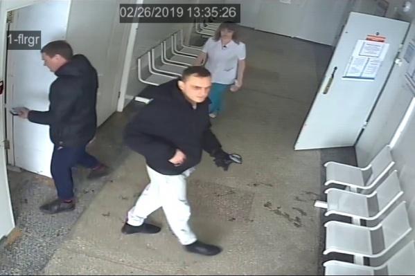Одну из краж записали видеокамеры поликлиники № 22 на улице Зорге