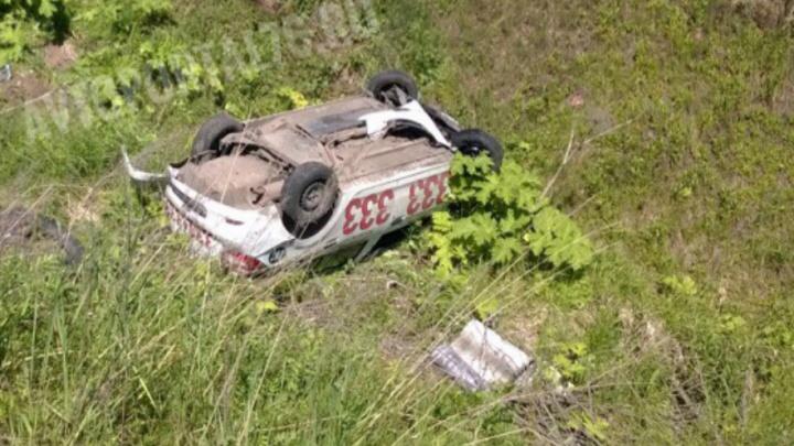 В Ярославском районе печально известное такси вылетело с дороги