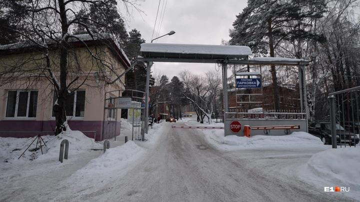 Екатеринбурженка лишилась колес за 872 тысячи рублей на платной парковке у психбольницы