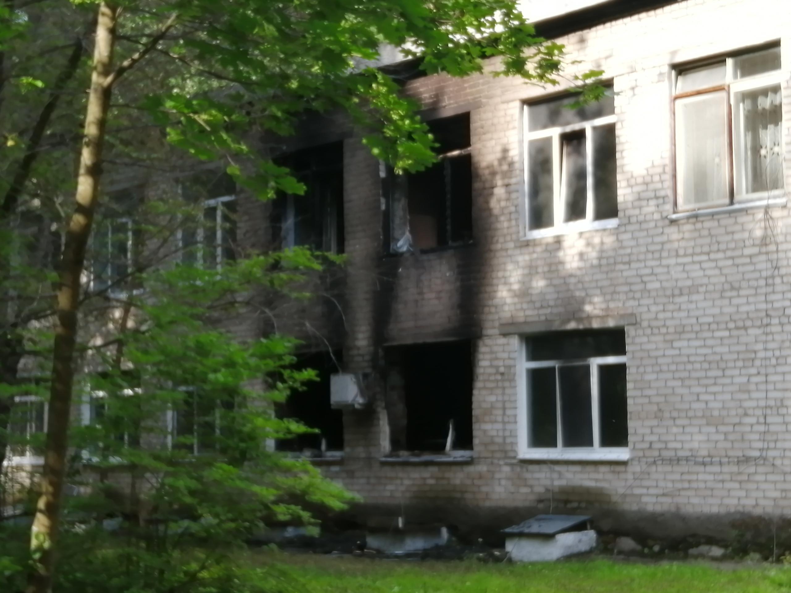 Пострадали и окна второго этажа