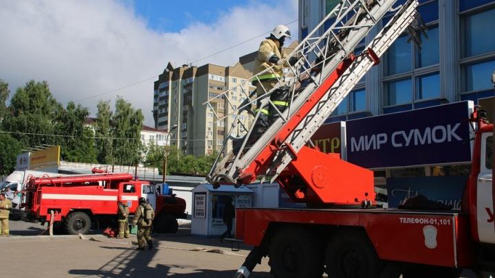 Пожарные эвакуировали посетителей универмага «Уфа»
