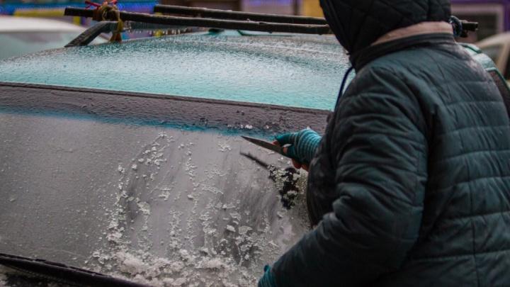 Иней, лёд и первый снеговик: показываем фото ростовских заморозков