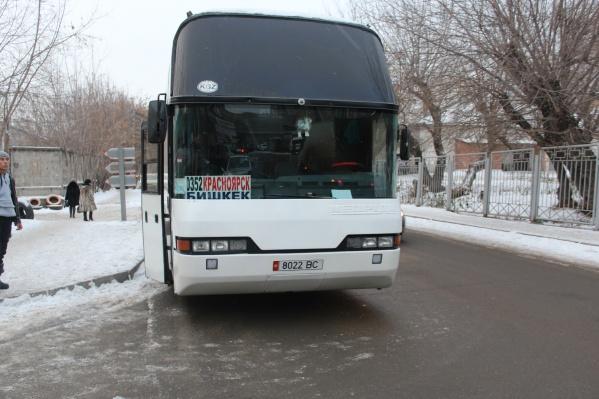 Автобус выехал в Бишкек, но его практически сразу остановили