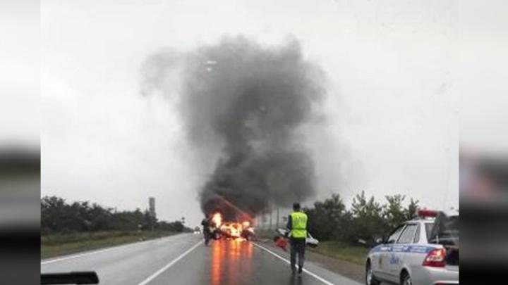 «Волга» взорвалась после лобового удара с «Девяткой» на трассе: молодой водитель погиб