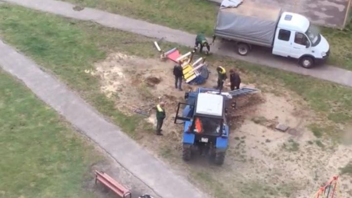 «Выхода не было»: власти объяснили, почему так яростно снесли детский городок в Ярославле. Видео