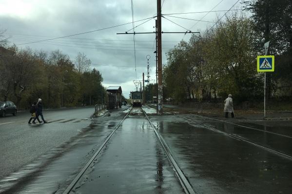 Движение трамваев на ЧМЗ пришлось временно приостановить