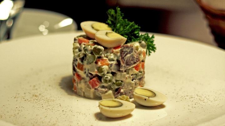 Самый новогодний салат стал для новосибирцев дороже