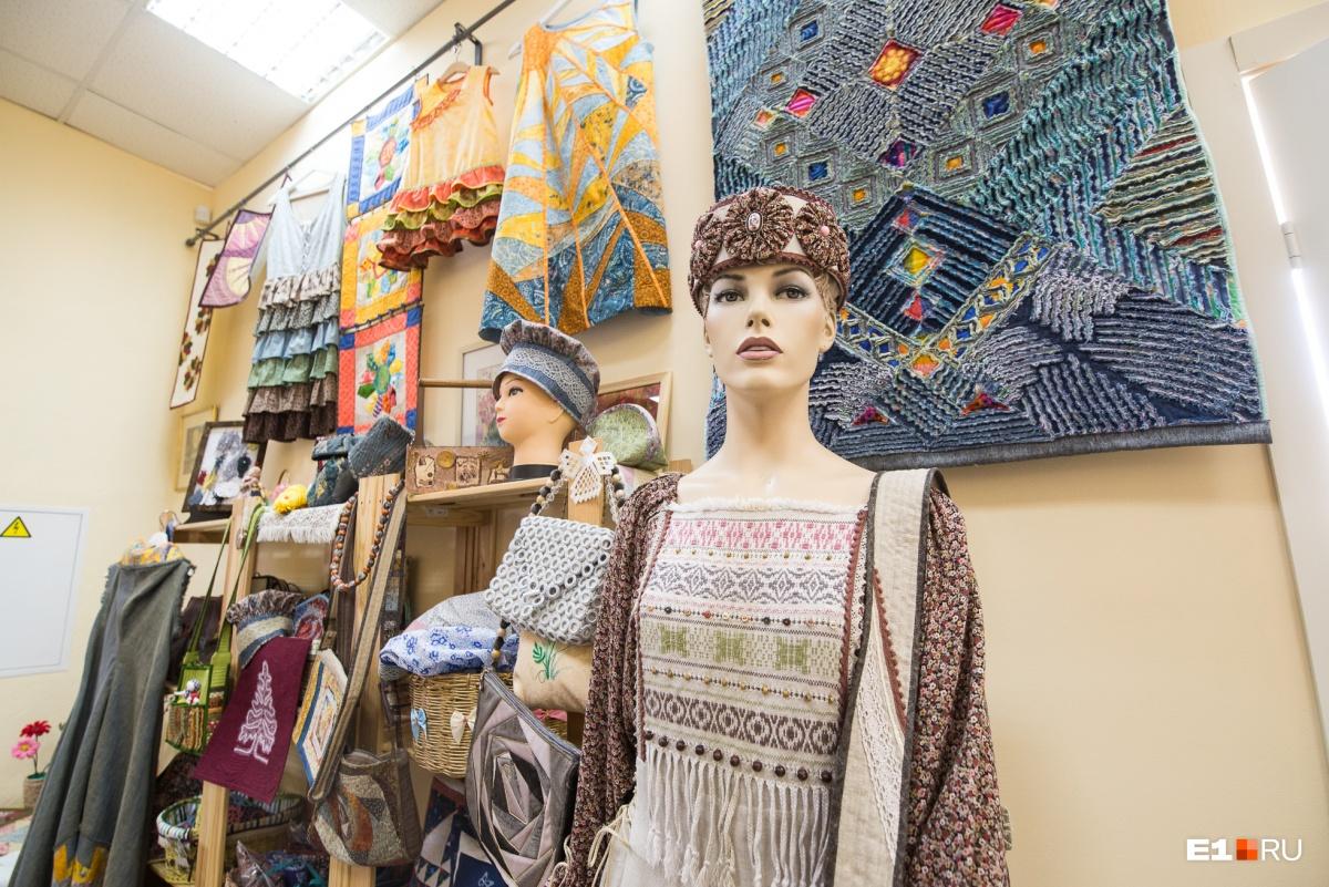 Одежду, которую создают в мастерской, носят в повседневной жизни