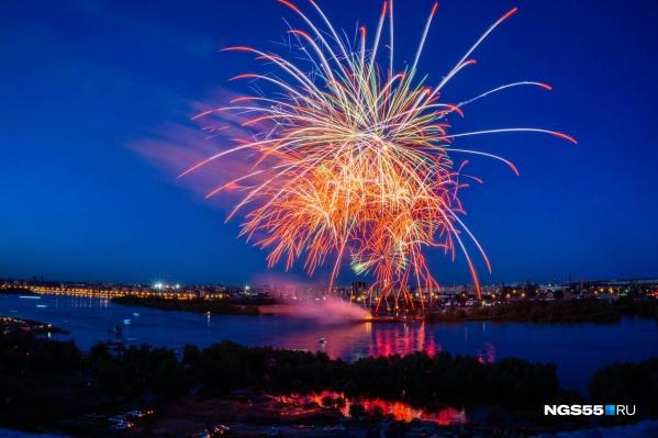 Одно из самых завораживающих событий этих выходных — фестиваль фейерверков