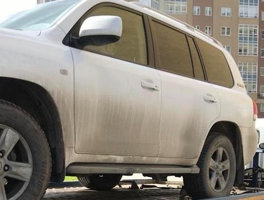В Екатеринбурге сотрудники ГИБДД попытались эвакуировать авто, в котором сидел ребёнок