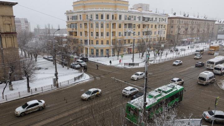 Вода и немного снега: волгоградские дороги пережили первый удар шторма «Петра»