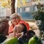 Тюменские дачники завалили своим урожаем уличные рынки: смотрим, что и за сколько продают