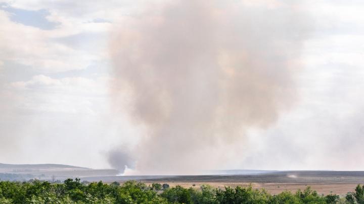 В лесу у поселка Рубежный загорелась трава