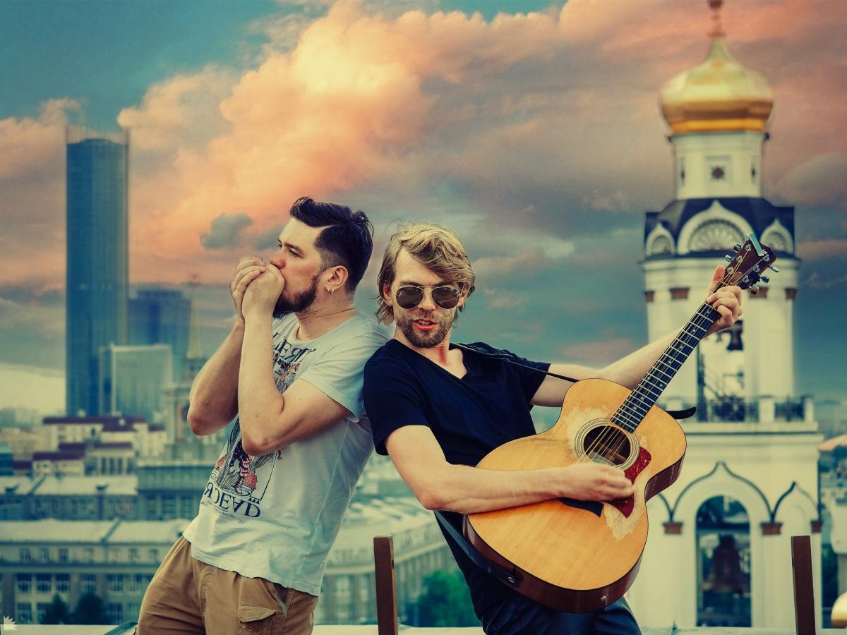 Миша Лузин и Алексей Кукарин над городом