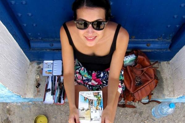 Алисия Арадийя путешествует по миру с блокнотом в руках
