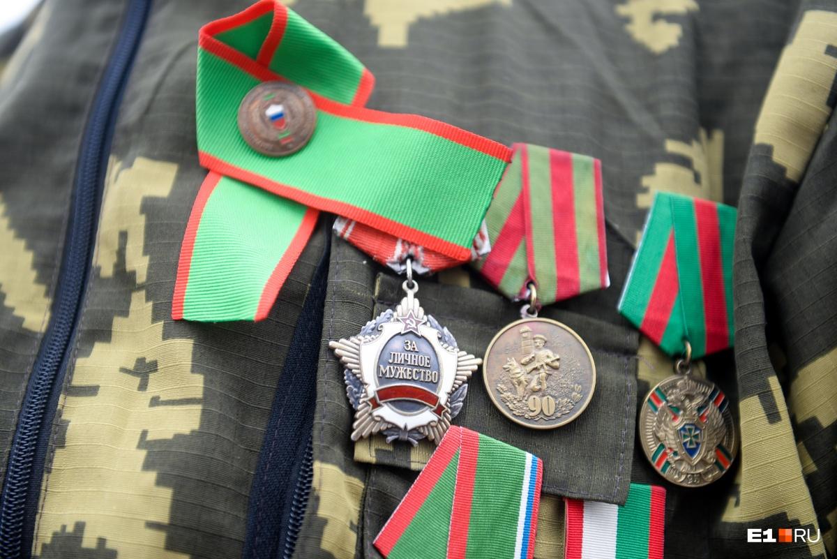 Орден «За личное мужество» Мирбако получил за подвиг — под огнем боевиков достал ящик с боеприпасами