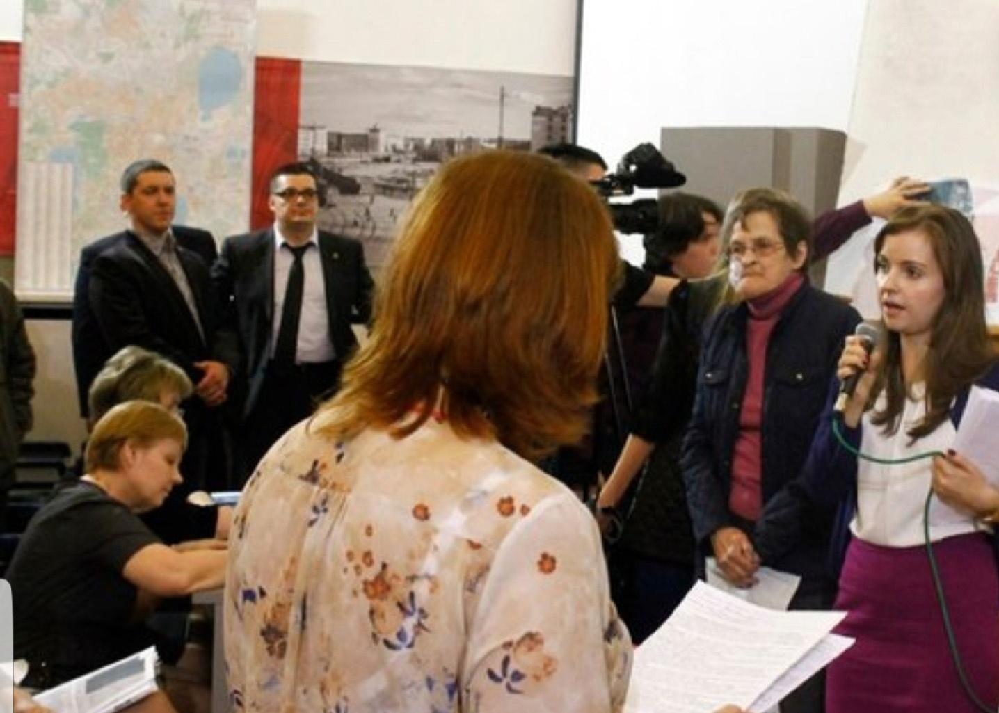 По словам депутата, эти фото были сделаны на круглом столе по скверу на Захаренко ещё в 2015 году