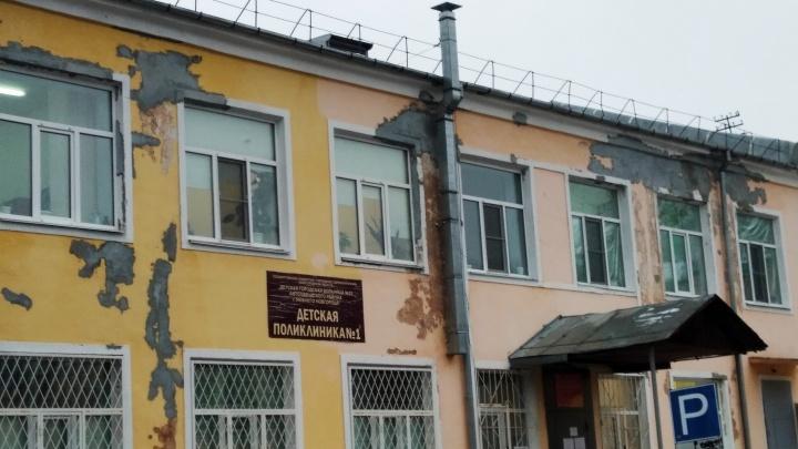 «Позор!»: нижегородцы возмутились качеством ремонта автозаводской поликлиники
